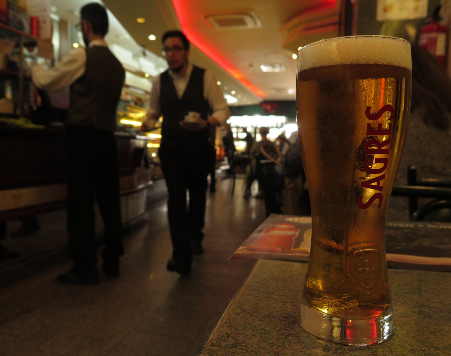 portugal-porto-cafe-sagres-beer