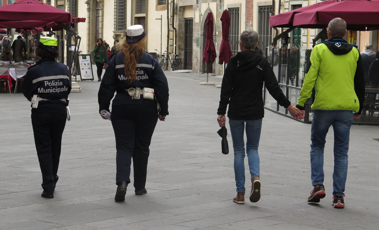 Italy-Pisa-Street-Scenes-Police