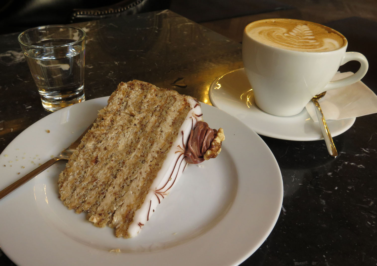 hungary-budapest-food-and-drink-cappuccino-torta