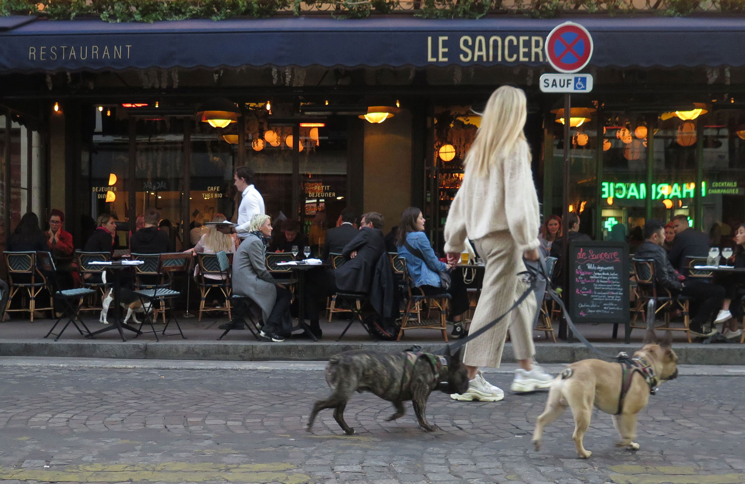 France-Paris-Montmartre-Cafe