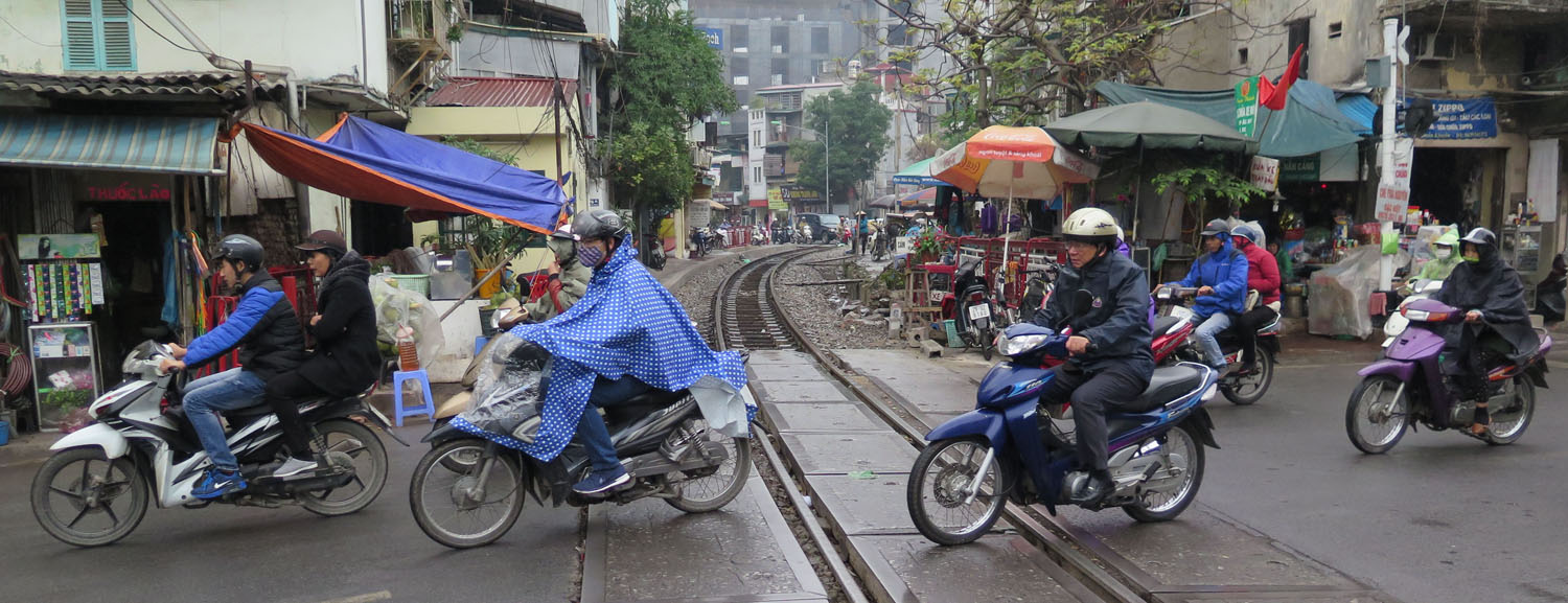 Vietnam-Hanoi-Street-Scenes-Train-Tracks