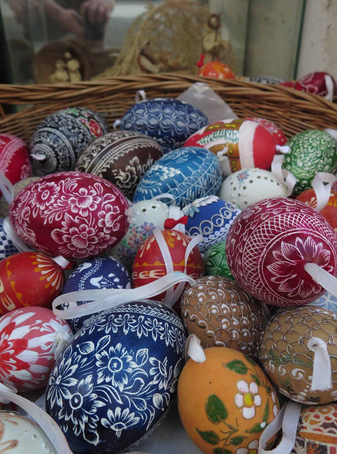 czech-republic-czesky-krumlov-easter-eggs