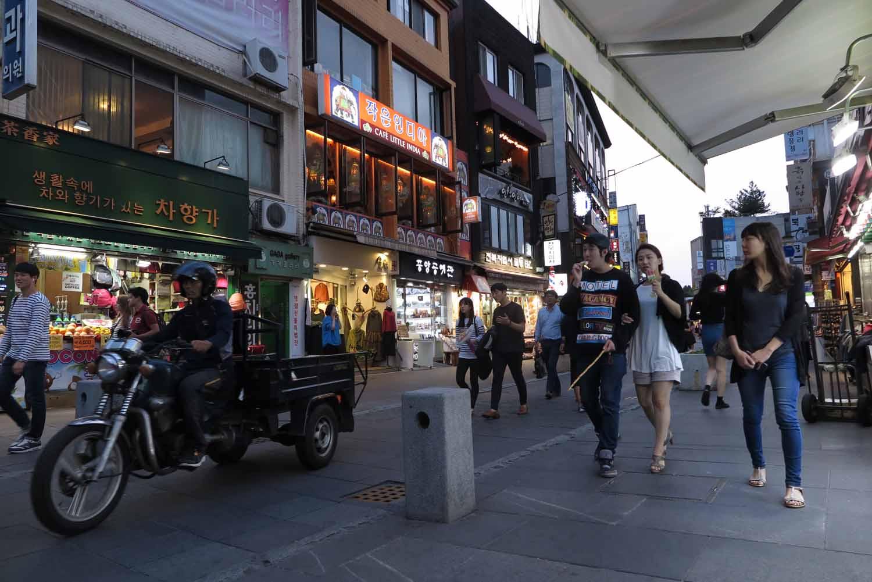 Korea-Seoul-Street-Scenes-Night-Motorcycle