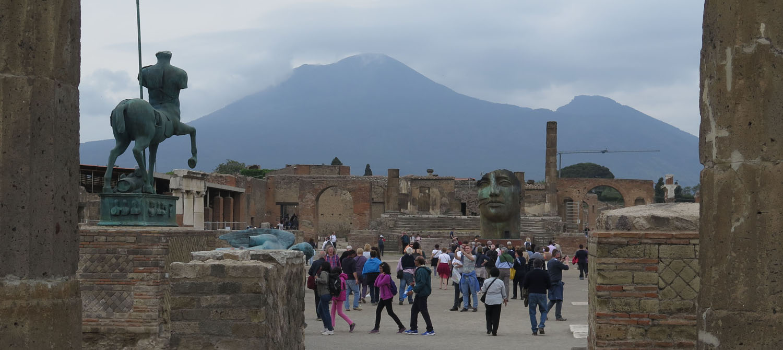 Italy-Pompeii-Main-Square-Mount-Vesuvius