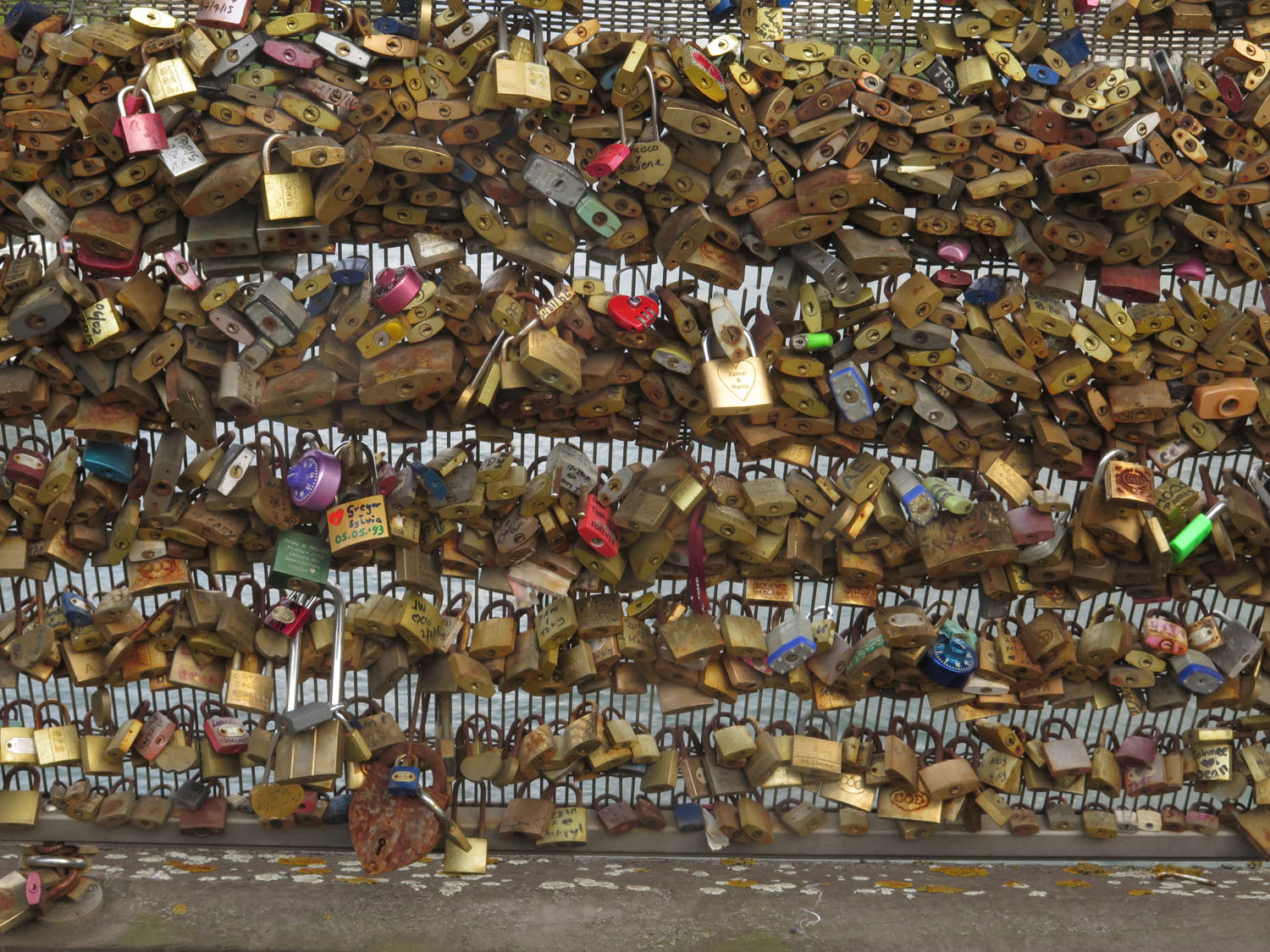 France-Paris-Street-Scenes-Locks