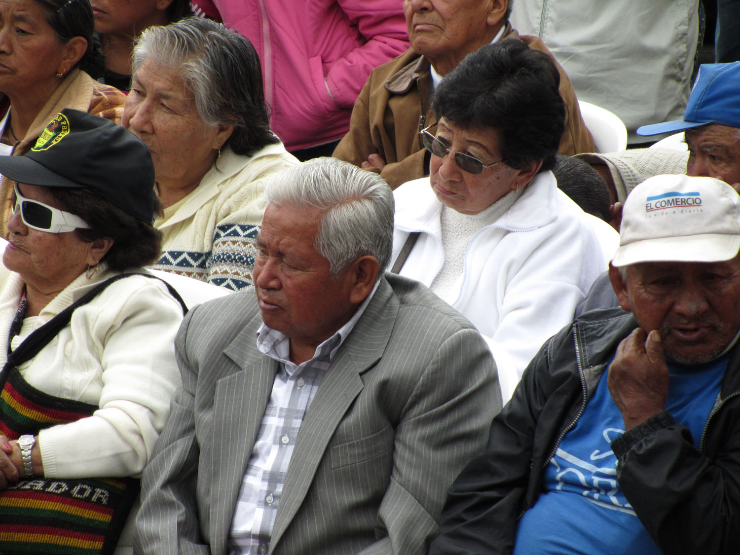 Ecuador-Quito-Plaza-Spectators
